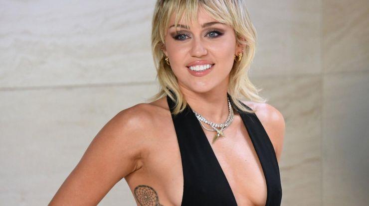 Miley Cyrus sairá em nova turnê em 2022